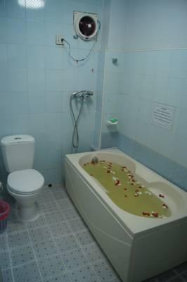 05ea1-Summer-Palace-bath.jpg