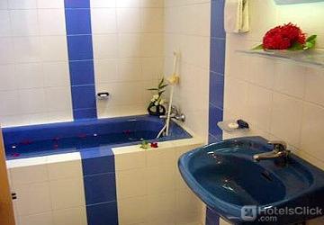 097a2-pacific-hotel-mdl--bathtub.jpg