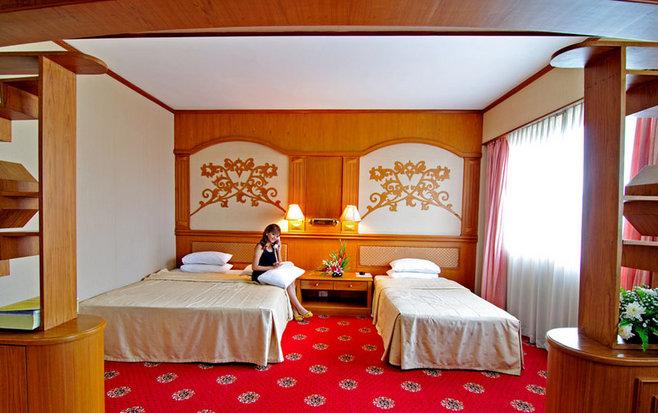 0aae2-CentralHotel--Yangon-Triple-Room.jpg