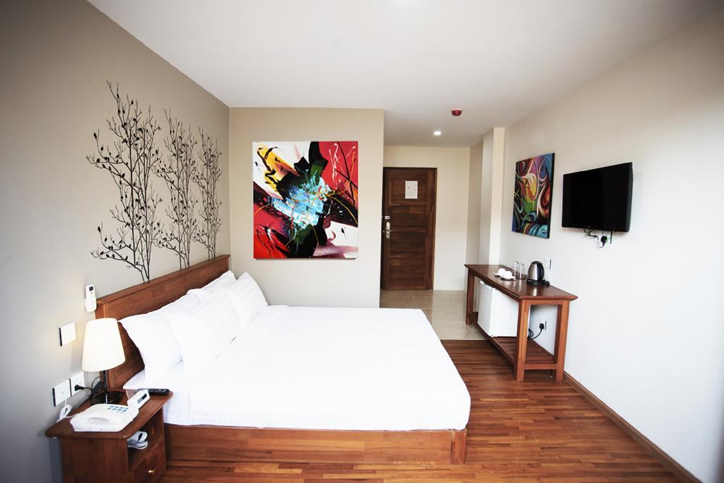 0ab54-merchant-art-hotel-room-2.jpg