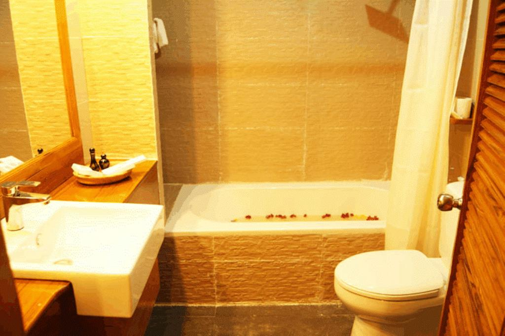0e753-Razagyo-Hotel-Bath-Room.jpg