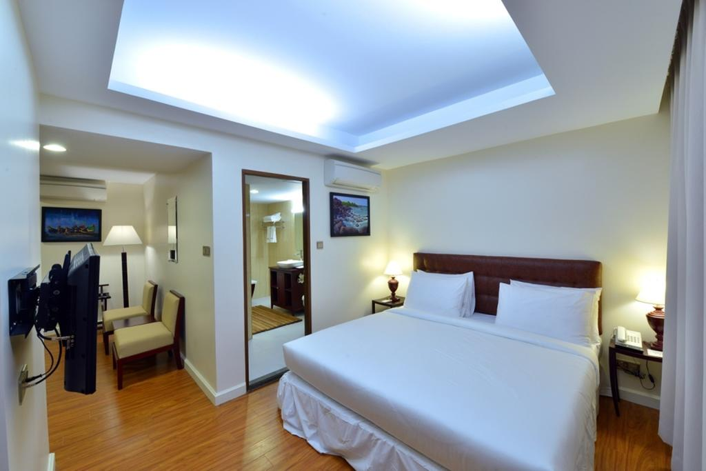 11b3c-Cherry-Hills-Hotel--room-2.jpg