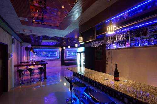 135cd-perfect-hotel-mdl-bar.jpg