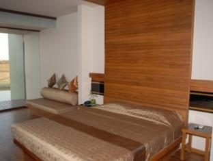 13d0e-kumudara-hotel-room-2.jpg