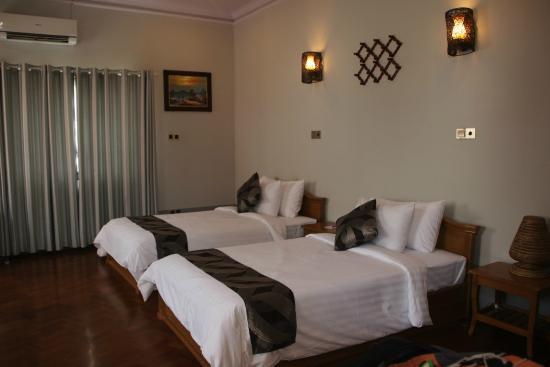1544a-triumph-hotel-mandalay.-Twinjpg.jpg