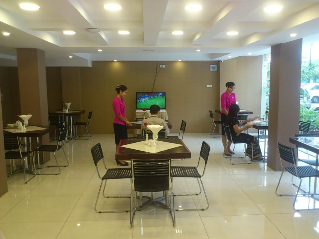 1ad7a-hotel-51-dinning--room.jpg