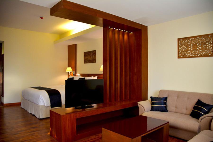 2043f-Eastern-Palace-Hotel--Family-Room.jpg