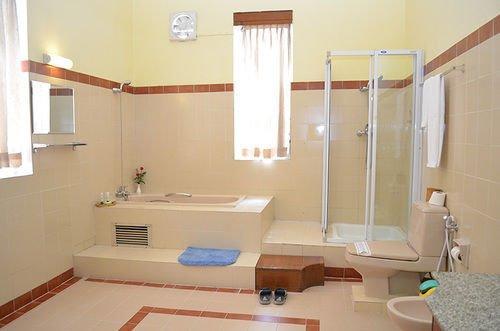 22d55-mya-yike-nyo-hotel-Bathroom-2.jpg