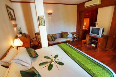 23a68-Hotel-Red-Canal-shan-room-inside.jpg