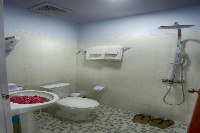 24d49-shwe-hnin-si-hotel-shower.jpg