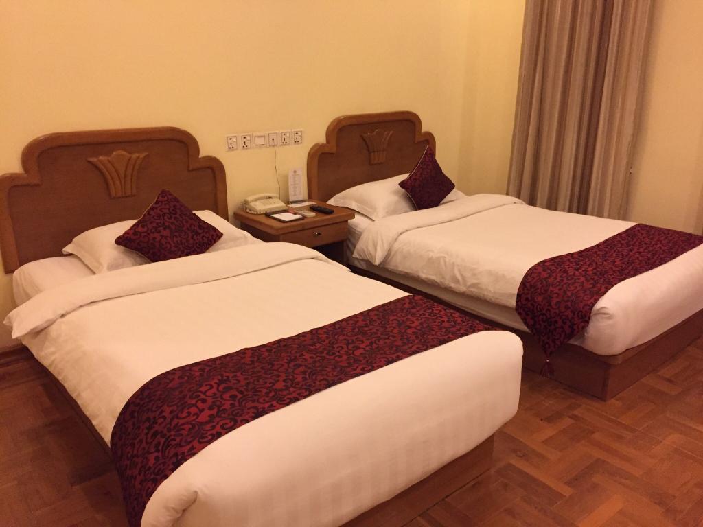 28167-Hotel-Dinger-Twin.jpg