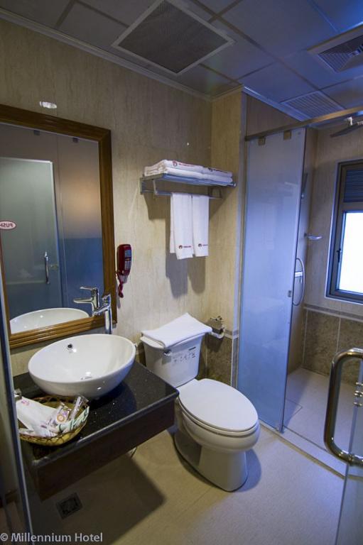 28daf-yangon-millennium-hotel-Shower.jpg