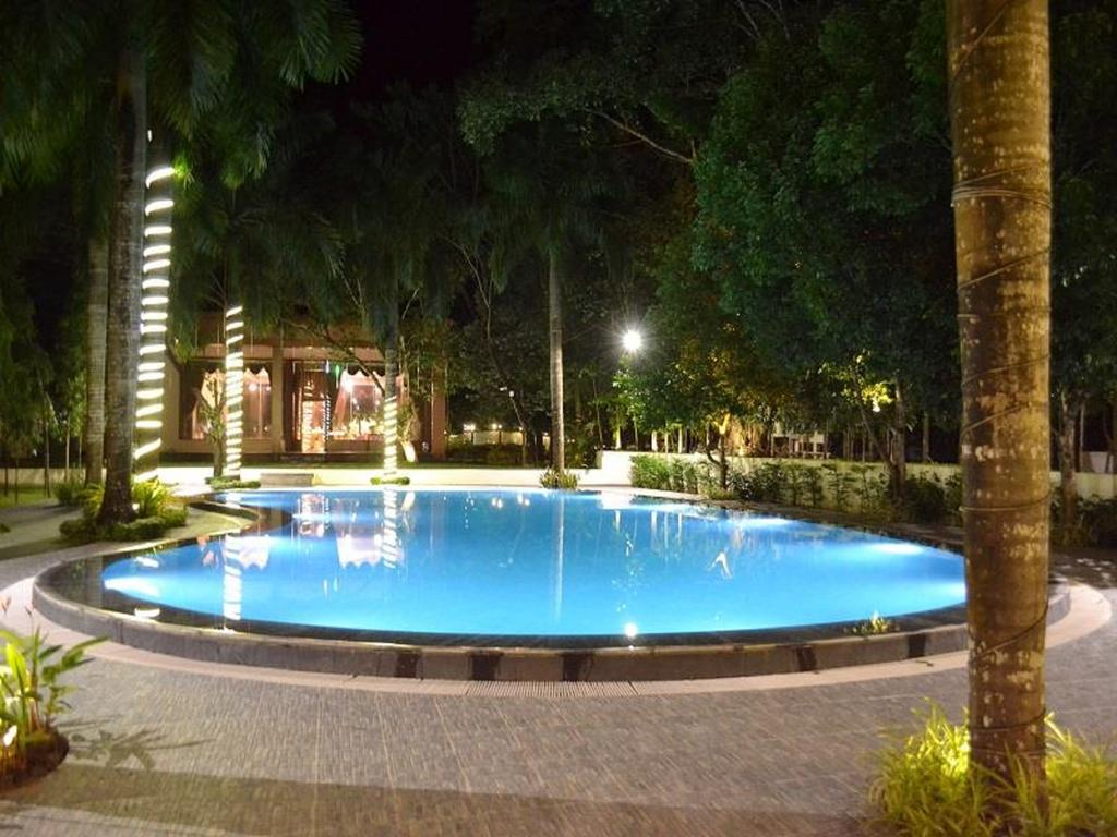 3039e-famous-hotel.jpg