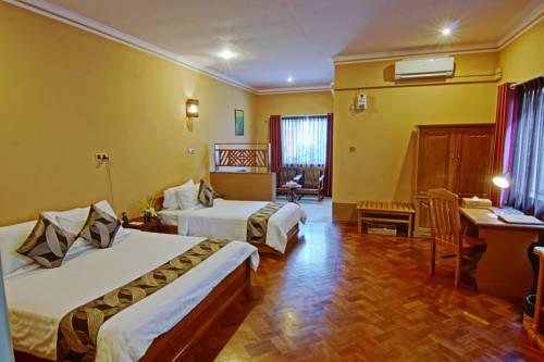 30a77-Triumph-Hotel-Triple--Room.jpg
