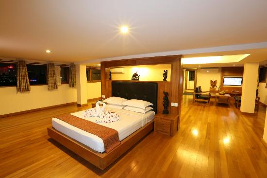 3a30b-Queen-Park-hotel--suite.jpg