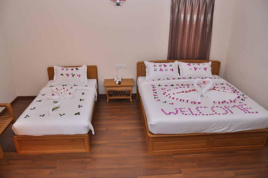 4243b-bagan-emerald-hotel-room-2.JPG