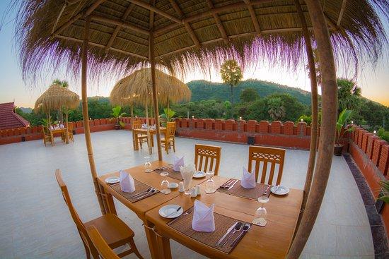 43082-bagan-lotus--hotel-roof-top-1.jpg