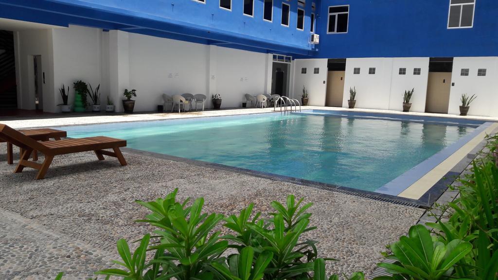 44d78-shwe-phyu-hotel-mdl-swimming-pool.jpg