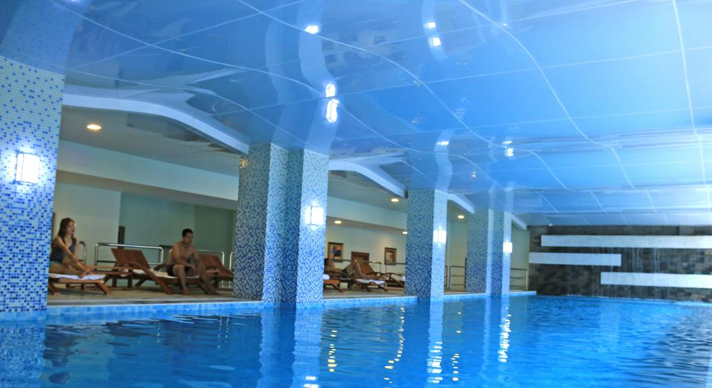 4a740-Easterm-Palace-Swimming.jpg