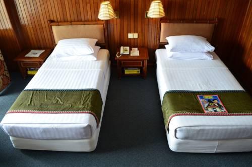 4a8b2-mya-yike-nyo-hotel-room-2.jpg