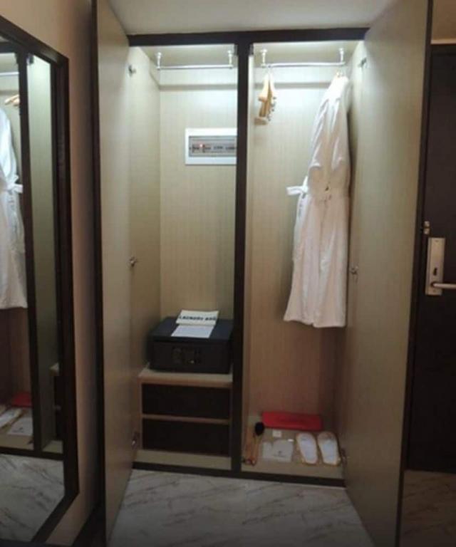 50eb0-Esperado-Lake-View-Bed-Room.jpg