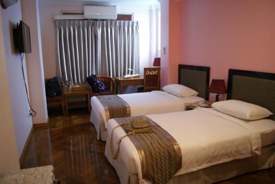 531ce-grand-laurel-hotel-room-1.jpg