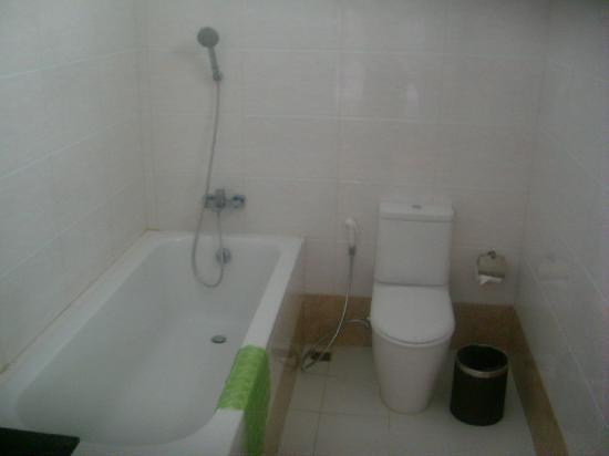 53493-triumph-hotel-mandalay.-Bath-jpg.jpg