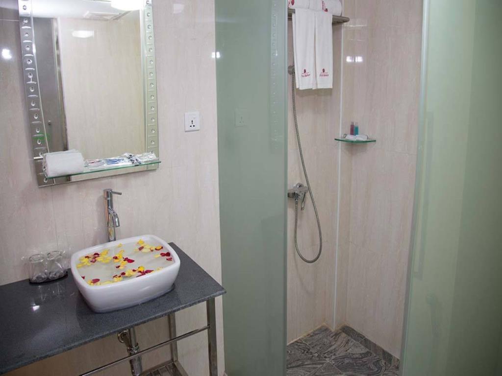 5c638-Hotel-Bahosi-Shower-Room.jpg
