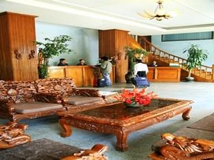 61c8e-Queens_Park_Hotel_Lobby39.jpg