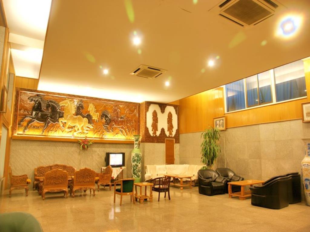 74402-pacific-hotel-room-mdl-lobby.jpg