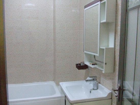 755ec-vega-star-hotel.Shower.jpg