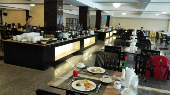 78a21-taw-win-garden-hotel.Break-Fast-jpg.jpg