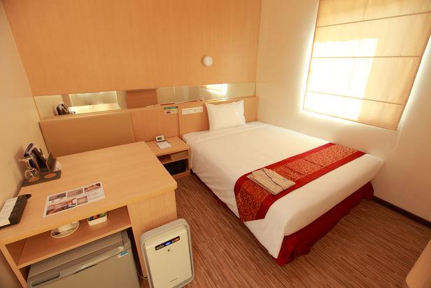84953-Super-Hotel-single1.jpg