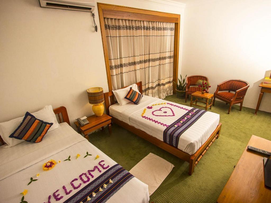 87256-razagyo-hotel-room-3.jpg