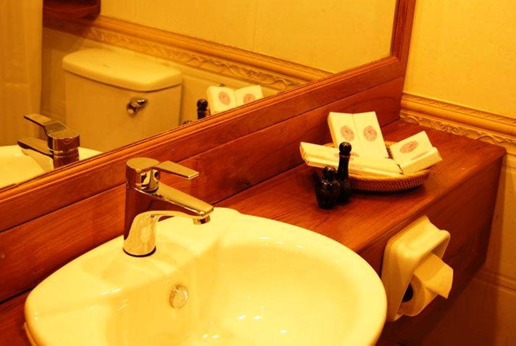 8dc39-RAZAGYO-Hotel-Facewashing.jpg