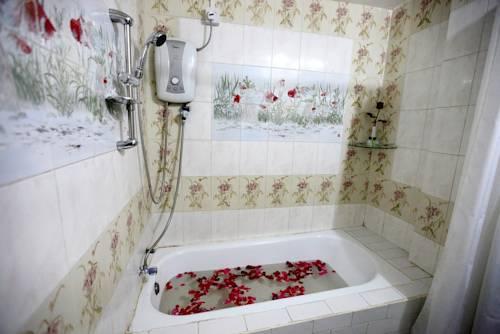 8e76a-Eden-Palace-Hotel-Bath.jpg