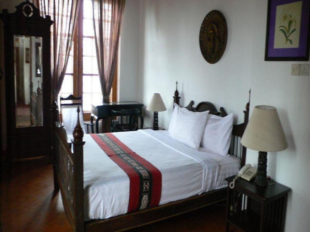 91eec-Classique-Inn-Room-2.jpg