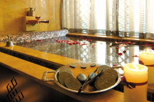 93e6c-hotel-dingar-mandalay-Swimming.jpg