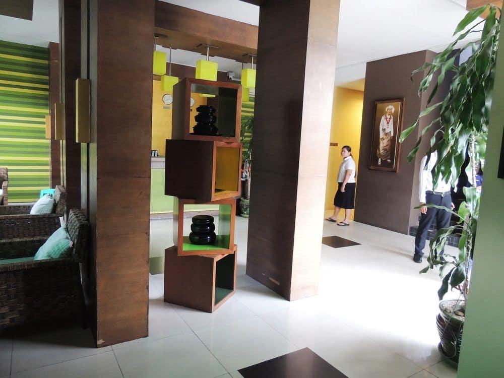 98b46-Hotel-Phoe-Sein-Dinning-Room.jpg