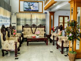 9cd21-shwe-hnin-si-hotel--lobby-2.png