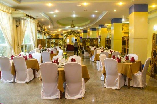 a0bba-City-Golf-Resort-dinning-room.jpg