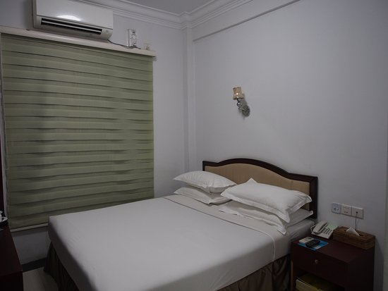 a1850-Yangon-airport-hotel-room-1.jpg
