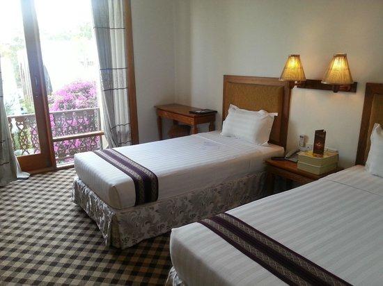 a6aae-razagyo-hotel-room-1.jpg