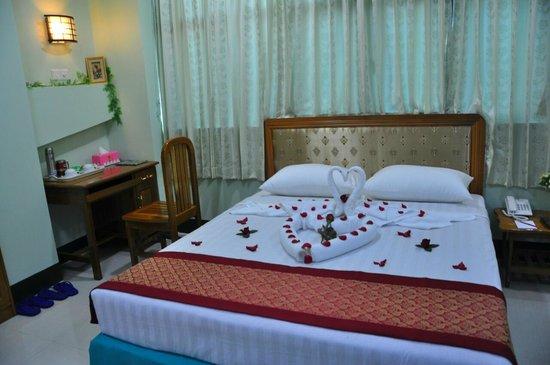 b1321-daw-htay-hotel-room-2.jpg