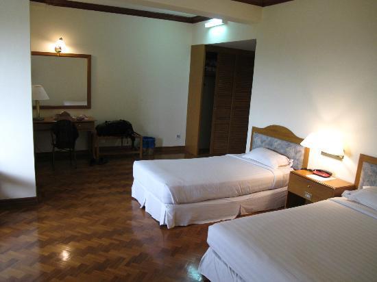 b1543-yuzana-hotel.jpg