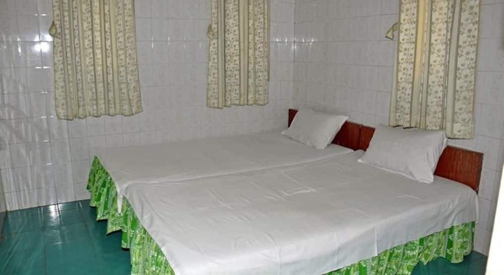 b3c47-AD-1-hotel-DBL-02.jpg