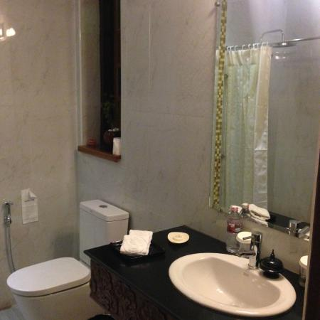 b43e0-hotel-amazing-Bathroom---Face.jpg