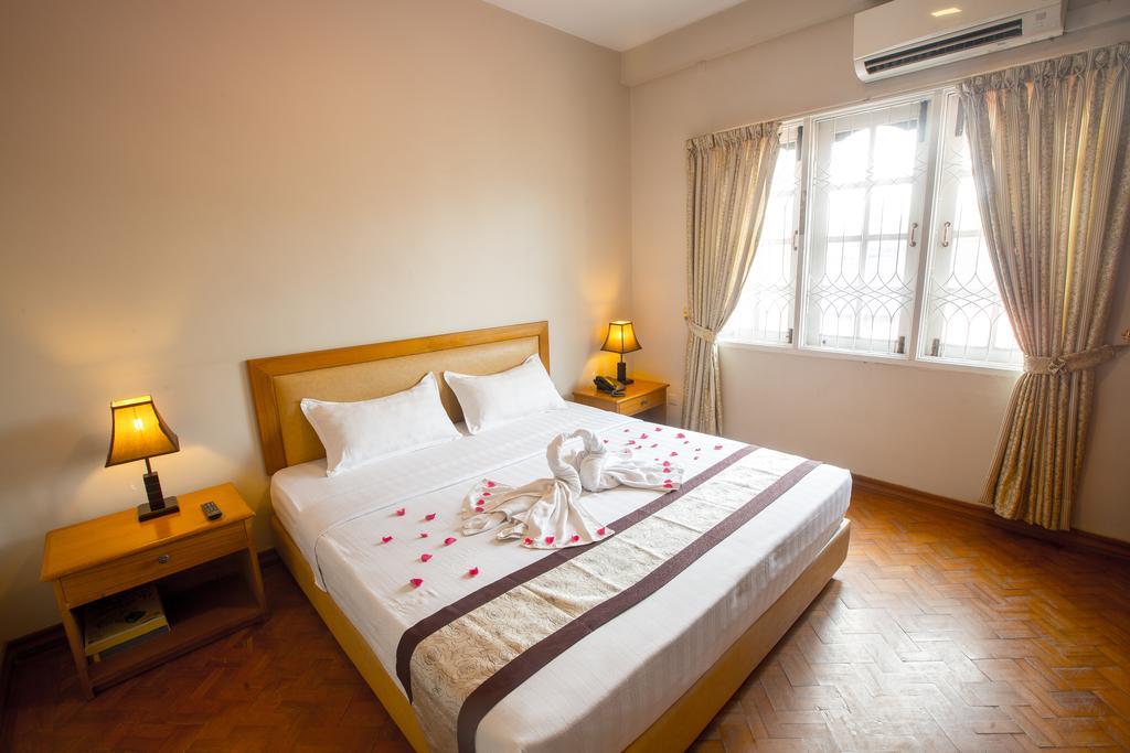 b88f5-hotel-van-room-1.jpg