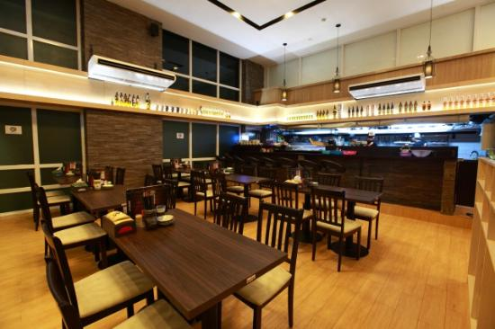bc9ba-Super-Hotel-caption.jpg