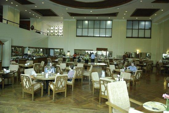 bebfd-inya-lake-hotel-yangon.Dining-Roomjpg.jpg